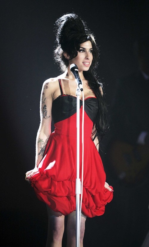 Amy-Winehouse-amy-winehouse-24760264-500-829.jpg